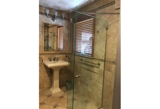 Beautifully Renovated Spacious 2nd Floor Bath