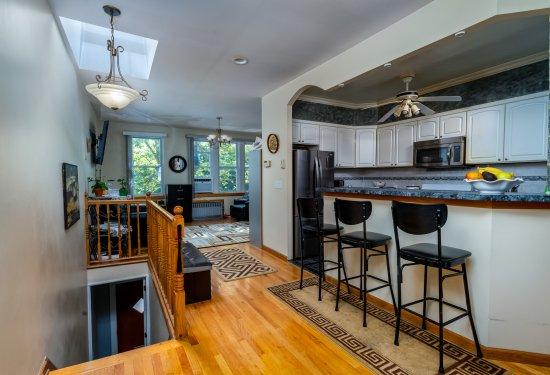 2nd Floor Updated Apartment with Open SUPER SUNNY Floorplan