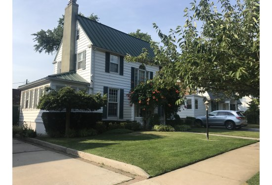 Fully Detached, Private Driveway with Garage, Sunroom, Yard, Patio+++