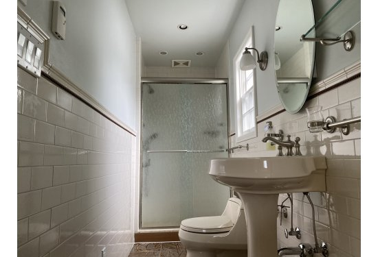 Ensuite Full Bath