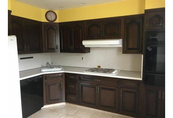 2nd Fl Apartment: XL Kitchen