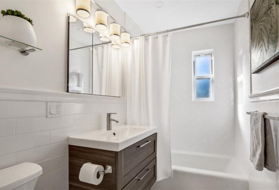 Newly Renovated 2nd Floor Private Full Bath