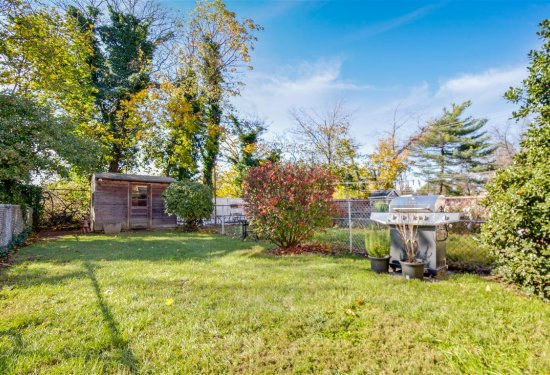 Private extra long backyard - perfect for BBQ & Entertaining